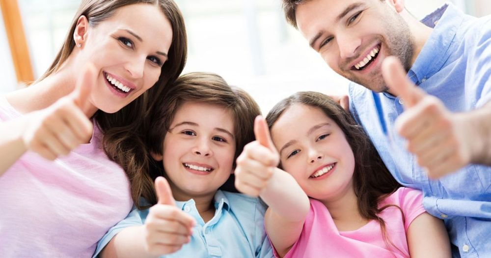 A-happy-Family-with-thumbs-up